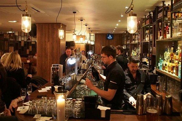 trabajar en un bar de londres