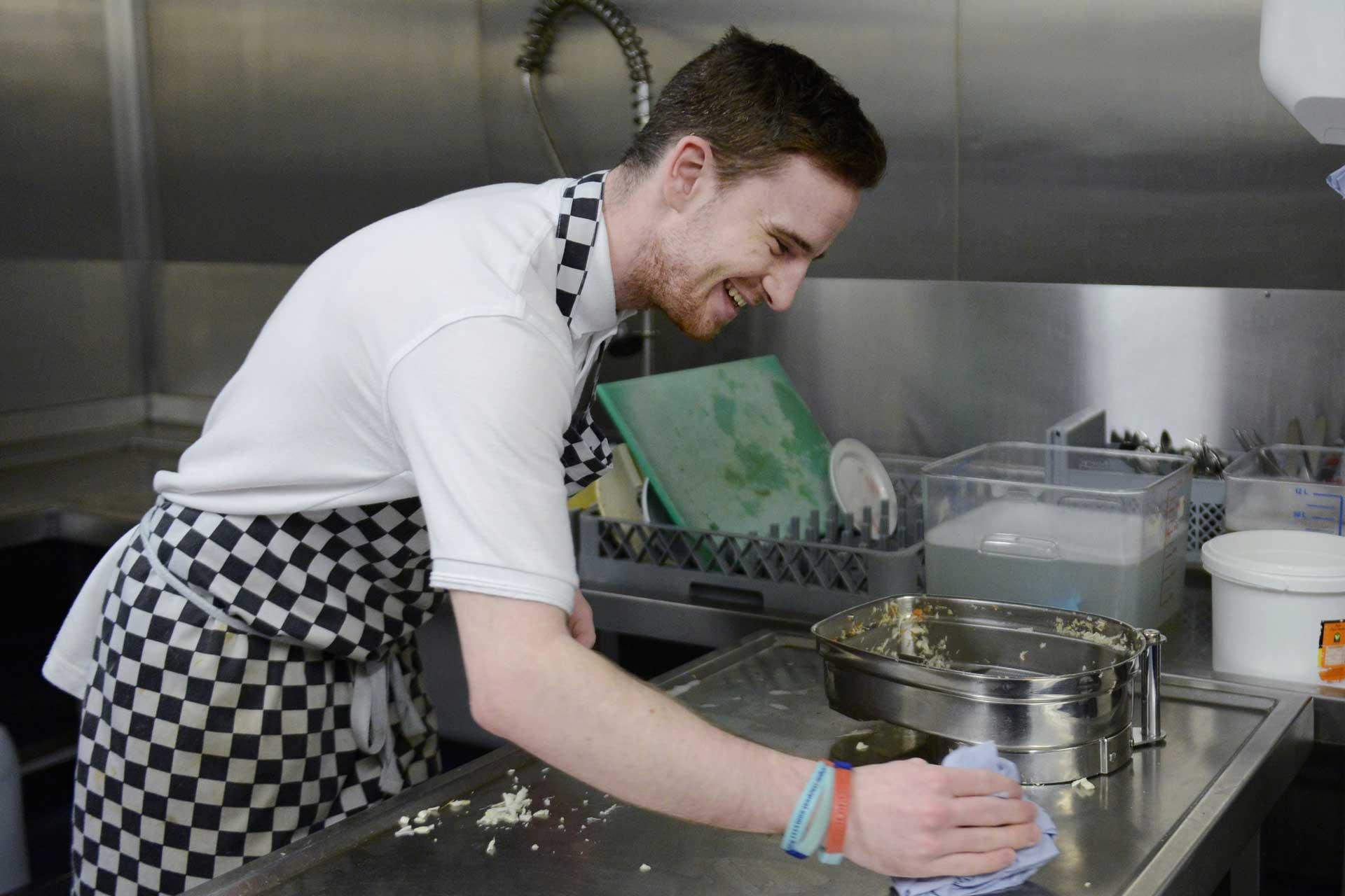 trabajo de kitchen porter en londres para españoles